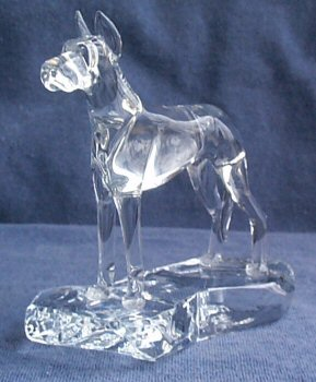 Hand-Sculpted Crystal Statue of Great Dane with Cropped Ears 3/4 View